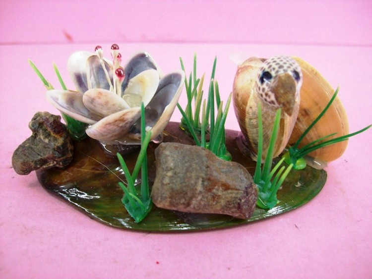 Handcrafted & Colored Sea Shell Decoration, Little Bird In The Swamp